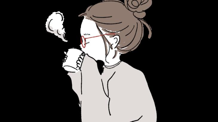 スウェットのままコーヒーを飲む女の子イラスト